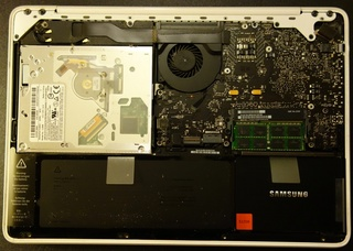 macbook_mc516_ssd_change_06.jpg